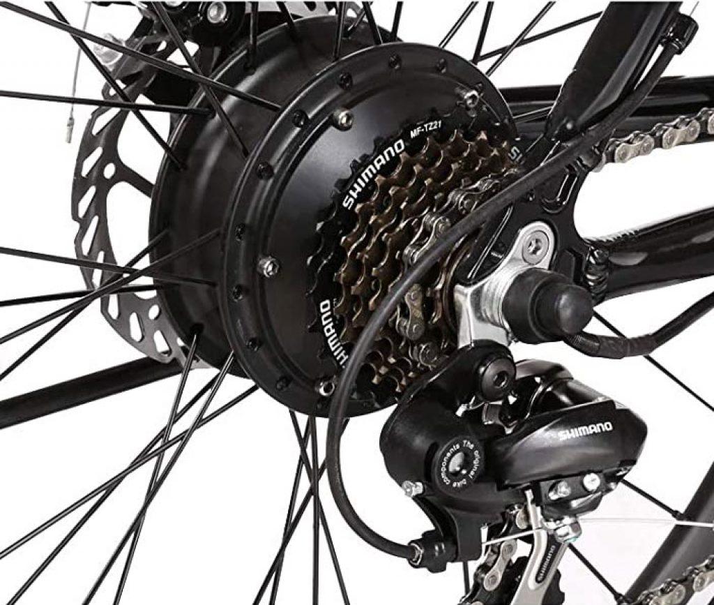 le moyeu arrière d'un vélo électrique