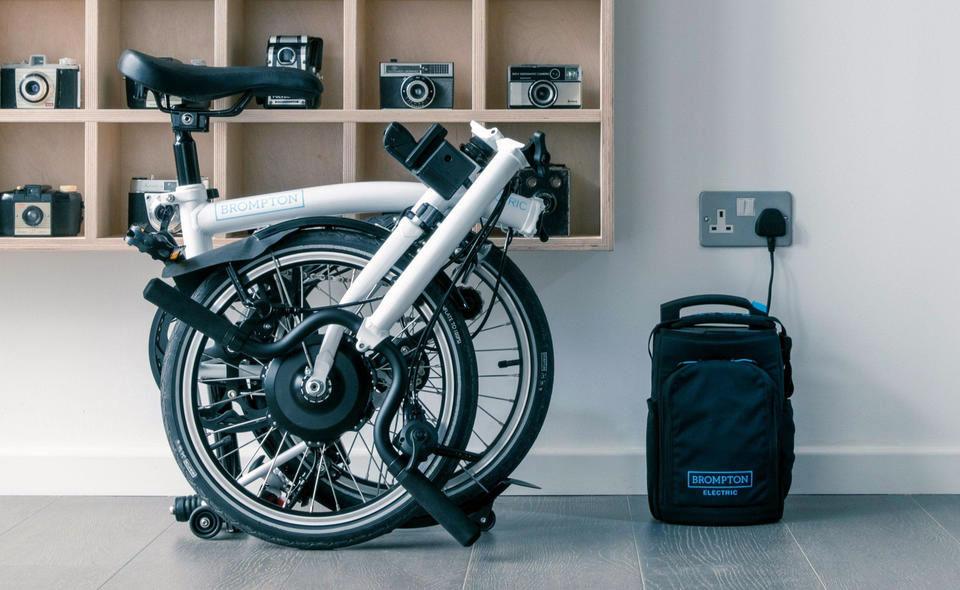Le vélo électrique pliant le must du citadin aux trajets mixtes…
